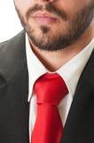 Czarny kostium, czerwony krawat i broda, Fotografia Stock