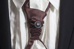Czarny kostium i biała koszula z brown jedwabniczym krawatem fotografia royalty free