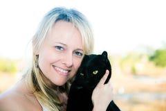 czarny kota mienia kobieta Fotografia Stock