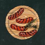 Czarny kredowej deski tło Piec na grillu kiełbasy z rozmarynami na Round Drewnianej Tnącej desce Fast food lub restauracja royalty ilustracja
