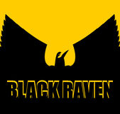 Czarny kruk na żółtym tle wielki ptak Rozszerzań się skrzydła Silhou Zdjęcia Royalty Free