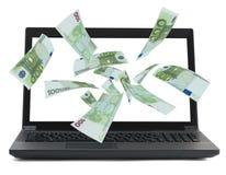Czarny laptop z pieniądze euro przepływem Obraz Royalty Free