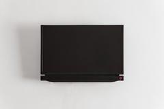 Czarny LCD lub DOWODZONY tv parawanowy obwieszenie na ścianie Obrazy Royalty Free