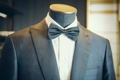 Czarny luksusowy smoking z łęku krawatem Zdjęcia Stock