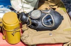 Czarny militarny dęciak rosyjski wojsko i maska gazowa obraz stock