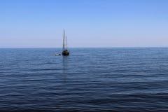 Czarny morze, błękit, Crimea, natura, żadny ludzie, łódź, łódź, lato, morze, niebo Obraz Royalty Free