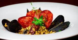 Czarny mussel risotto z chorizo Obrazy Royalty Free