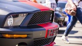 Czarny Nowożytny samochód Przy wystawą zbiory wideo