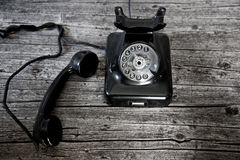 Czarny obrotowy telefon z paserskim haczykiem fotografia stock