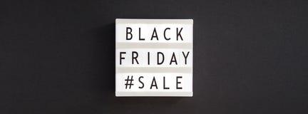 Czarny Piątek sprzedaży tekst na białym lightbox zdjęcie royalty free