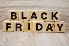 Czarny Piątek sprzedaży zakupy pojęcia abecadło na drewnianym tle Fotografia Royalty Free