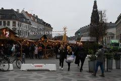 Czarny Piątku shopperw z thir torbami na zakupy Denmark zdjęcia royalty free