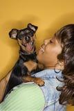 czarny pies ma małą kobietę Zdjęcie Royalty Free