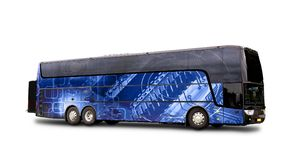 Czarny podróż autobus z Abstrakcjonistycznym błękitnym tłem ilustruje nowego t Zdjęcie Royalty Free