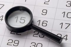 Czarny powiększać - szkło nad kalendarzem Obraz Royalty Free