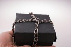 Czarny prezenta pudełko na brown tle Obraz Royalty Free