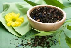 czarny pucharu sucha herbata Zdjęcia Royalty Free