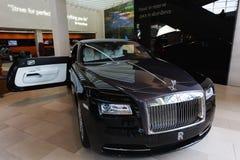 Czarny Rolls Royce w wystawie Zdjęcie Royalty Free
