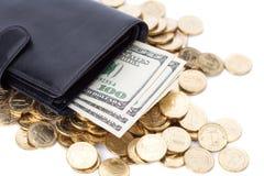 Czarny rzemienny portfel z dolarami i złotymi monetami na bielu Zdjęcia Stock
