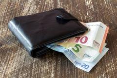 Czarny rzemienny portfel z euro walutą Fotografia Royalty Free