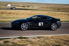 Czarny samochód wyścigowy na śladzie fotografia stock