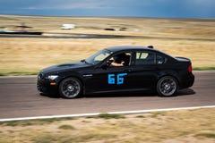 Czarny samochód wyścigowy na śladzie Zdjęcia Royalty Free