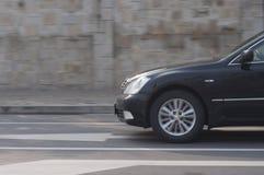 Czarny samochodowy jeżdżenie Zdjęcie Royalty Free