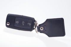 Czarny samochodu klucz z dalekim środkowym zatrzaskiwaniem i breloczkiem Obrazy Stock