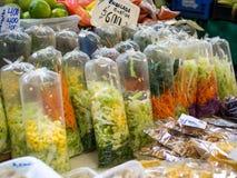 czarny składników sałaty oliwek sałatkowi kłapnięcia sugar pomidoru Obrazy Stock