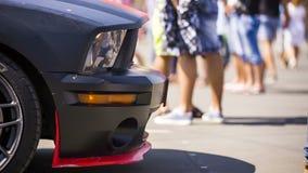 Czarny Sportive samochód Przy wystawą zbiory wideo