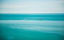 Czarny statek i morze Obrazy Stock