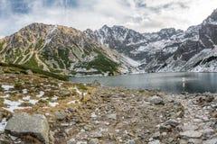 Czarny Staw i höga Tatras Arkivfoton