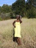 czarny sukni czarny kobiety żółci potomstwa obraz stock