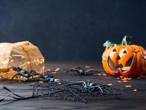 Czarny tło z Halloweenowymi wakacyjnymi symbolami Zdjęcie Stock
