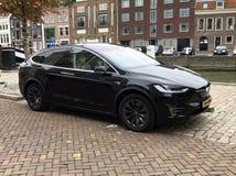 Czarny Tesla model X zdjęcia royalty free