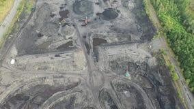Czarny węgiel pyta, eliminacja żniwo czerń - widok z lotu ptaka trutniem zdjęcie wideo