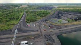 Czarny węgiel pyta, eliminacja żniwo czarny widoku z lotu ptaka coalmining zdjęcie wideo