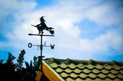 Czarny weathervane w postaci czarownicy Obrazy Royalty Free