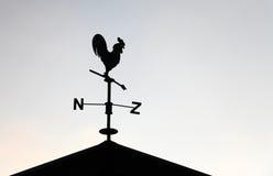Czarny weathervane w postaci koguta Zdjęcie Stock