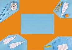 czarny white minimalista reklama, egzaminu próbnego szkolny rozkład zajęć Czasu zarządzania pojęcie szkolny materiały, pomarańcze obraz stock