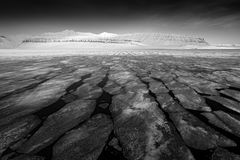 czarny white Ziemia lód Zima Arktyczna Biała śnieżna góra, błękitny lodowiec Svalbard, Norwegia Lód w oceanie Góra lodowa zmierzc Fotografia Stock