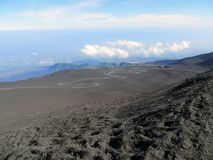 Czarny wulkan Etna i niebieskie niebo Zdjęcie Royalty Free