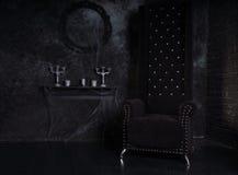 Czarny wysokość plecy krzesło w Niesamowitym Halloweenowym położeniu Obrazy Stock