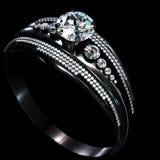 Czarny złocisty narzutu pierścionek zaręczynowy z diamentowym klejnotem Obrazy Stock