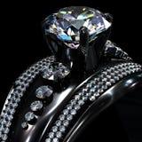 Czarny złocisty narzutu pierścionek zaręczynowy z diamentowym klejnotem Fotografia Stock