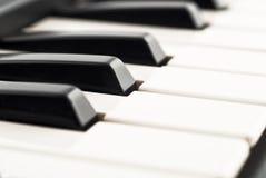 czarny zbliżenia klawiaturowy fortepianowy biel fotografia royalty free