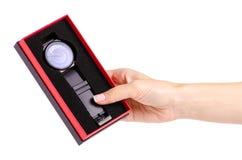 Czarny zegarek w pudełku w ręce obraz stock