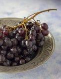 Czarnych winogron zamknięty up fotografia stock