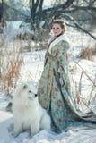 Czarodziejska dziewczyna z białym psem Zdjęcie Stock