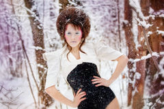czarodziejska mody lasowa dziewczyna uzupełniająca zima Zdjęcie Stock